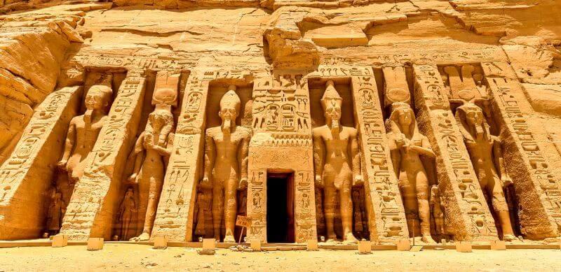 abu simbel tempio